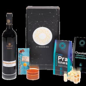 מארז מתנה לראש השנה הכולל יין, דבש ושוקולד