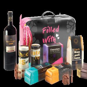 מארז מתנה לראש השנה הכולל יין אדום ומגוון שוקולדים איכותיים