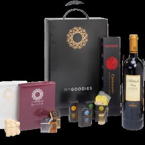 מארז מתנה לראש השנה המכיל יין אדום, מהחבר תה איכותי, דבש טהור ושלל שוקולדים מובחרים