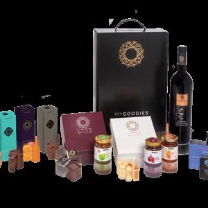 מארז מתנה לראש השנה הכולל יין אדום, 2 סוגי מרקחות, דבש, תה איכותי ושוקולדים בשלל טעמים