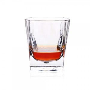 """""""ג'יימס"""" – כוס וויסקי"""