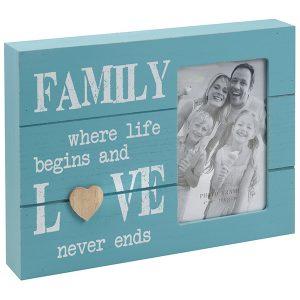 מסגרת תיבה מעץ תכלת כיתוב FAMILY